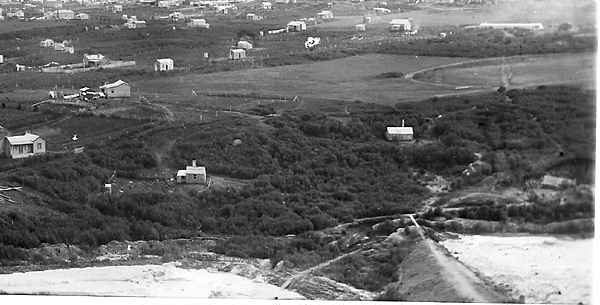 Photograph from Union Hill, showing the middle tailings pond bund. Centre of the image is the present Pylon Paddock. c.1894-5.